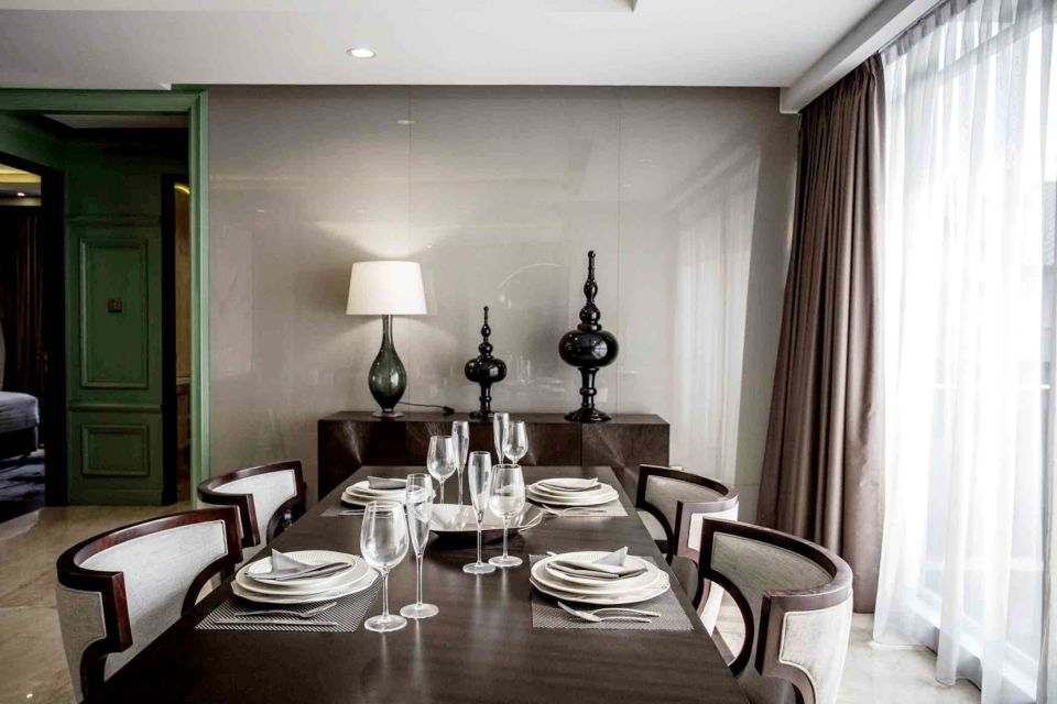 Ruang makan mini dengan sentuhan gaya klasik