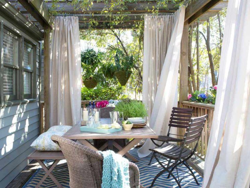 Ruang makan mungil outdoor yang sejuk