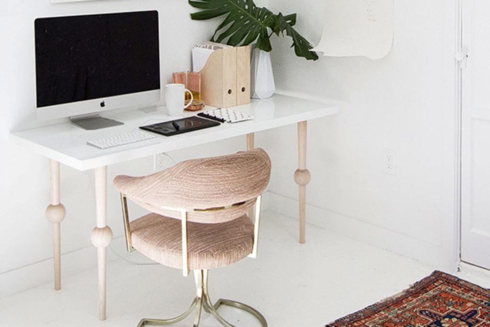 Desain kaki meja kerja yang unik dan memikat, karya sarah Sherman Samuel