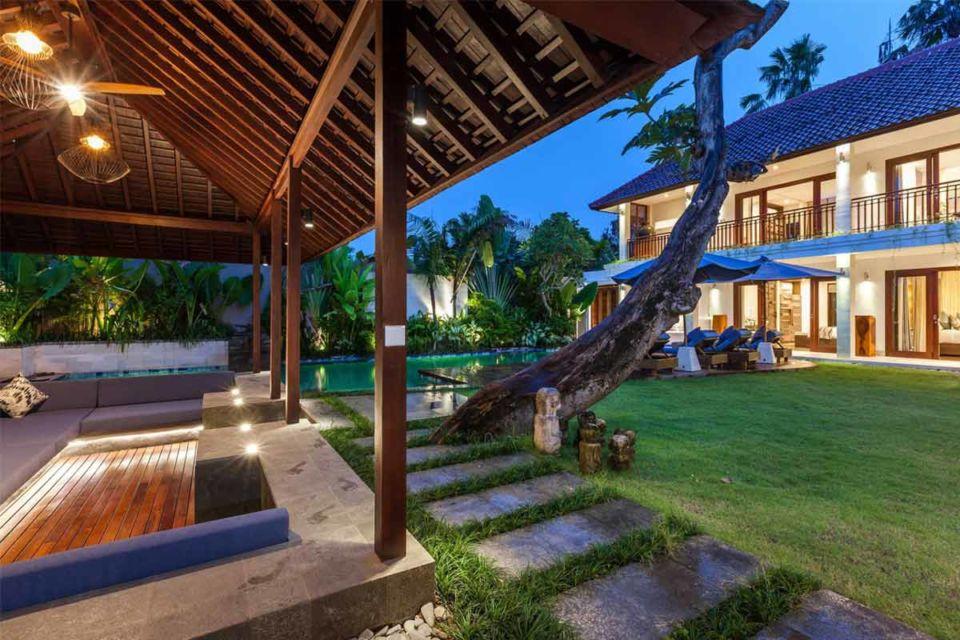 Desain ruang santai outdoor dengan gazebo karya OG Architects