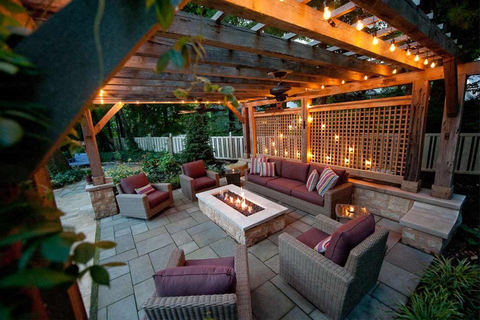 Desain ruang santai outdoor super nyaman dengan pergola tradisional, karya Outdoor Space Design