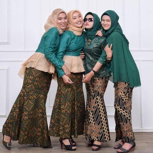 Kumpulan Model Kebaya Warna Hijau Buat Hijabers; Unik, Santun dan Nggak Terlalu Terang! oleh - pantunjenaka.xyz