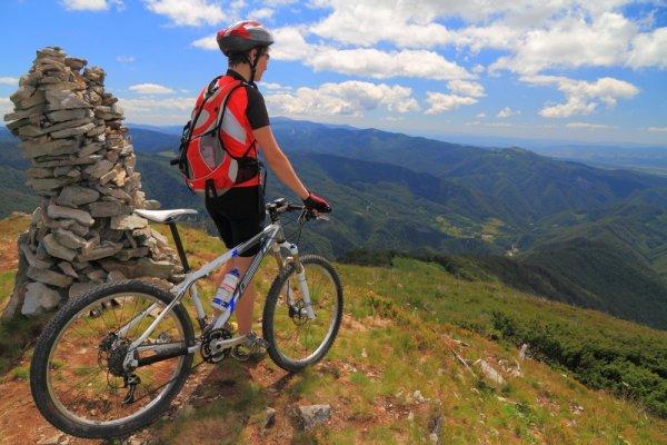 10 Sepeda Gunung Tangguh dan Nyaman untuk Melintasi Pegunungan