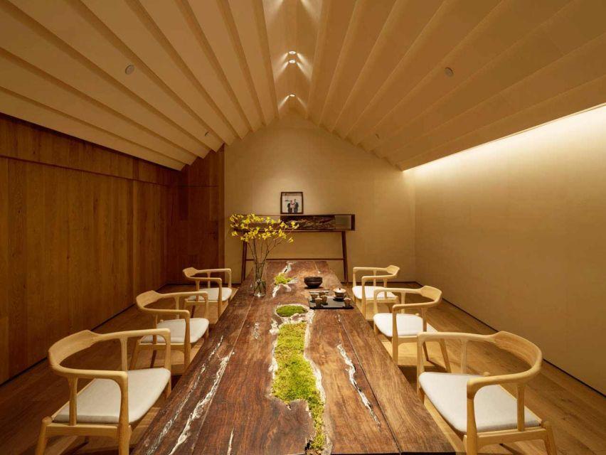 Area lebih privat di tempat minum teh karya Koo Architects