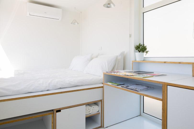 Tempat penyimpanan multifungsi di bawah kasur