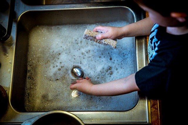 cuci piring ternyata banyak manfaatnya