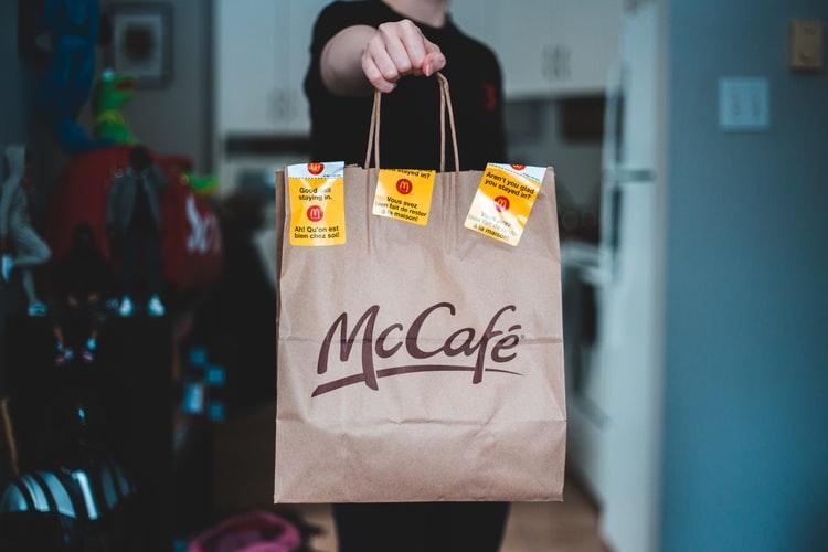delivery makanan | Photo by Erik Mclean