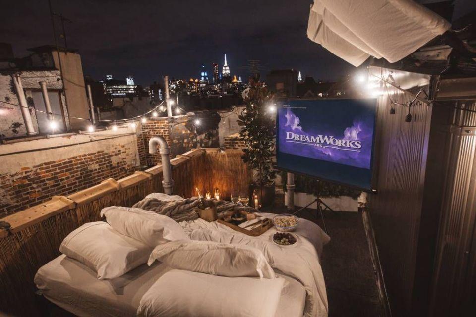 Rooftop theatre romantis