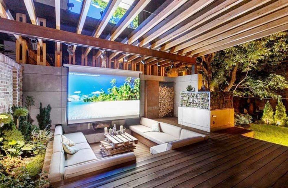 Rooftop theatre karya Wearefound Home Design