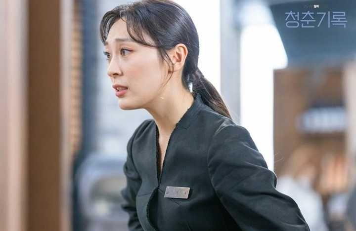 Bu Jinju yang diperankan oleh  Jo Ji Seung