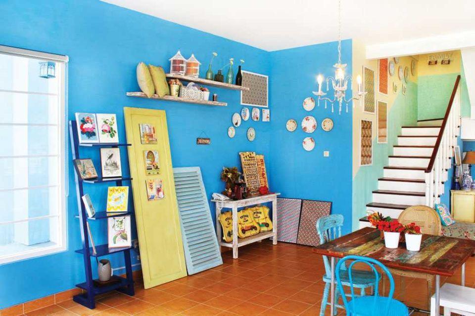 Ruang keluarga rumah unik karya Vindo Design