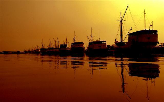 Kawasan Pelabuhan Sunda Kelapa (Indonesiakaya.com)