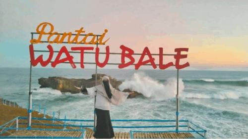 Pantai Watu Bale by @lynk2_laely on Instagram
