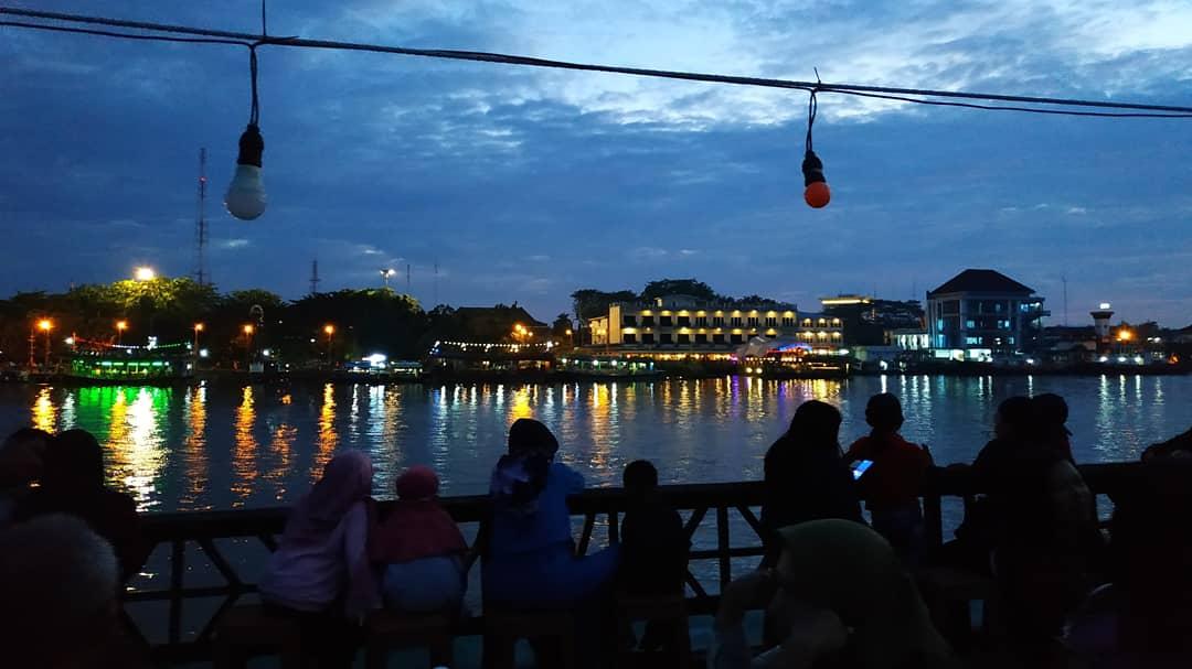 Cahaya Malam Kota Khatulistiwa
