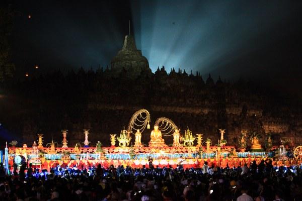 Meditasi Detik-Detik Waisak Candi Borobudur