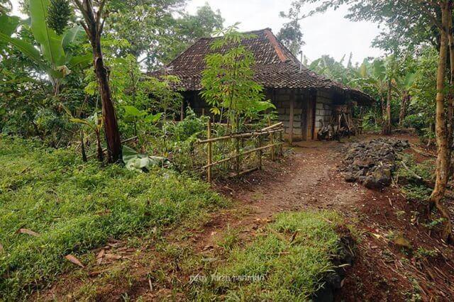 Rumah-rumah di perkampungan ini lokasinya berjauh-jauhan
