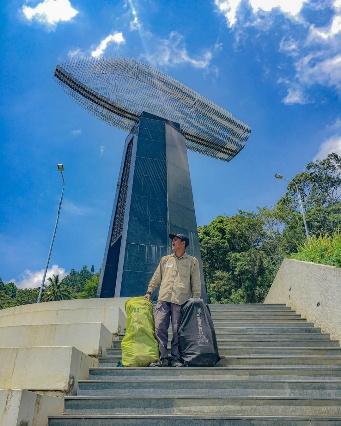 monumen kapal KM sinar bangun photo by @adrinormanta on instagram