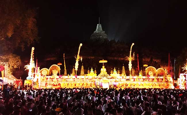 Altar Waisak Borobudur