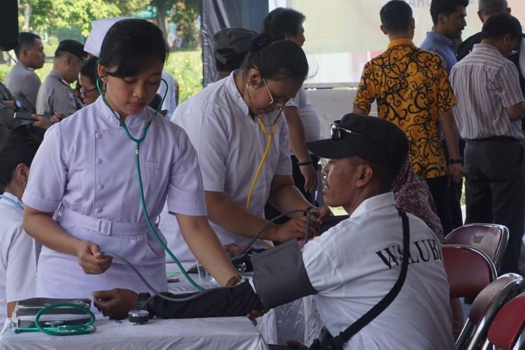 Bakti Sosial Waisak Candi Borobudur