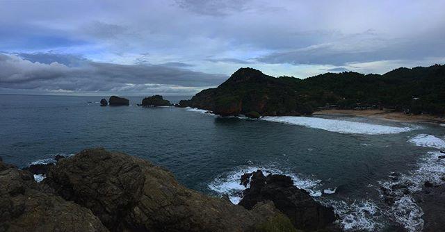 Pemandangan Pantai Siung dari Bukit Pengilon
