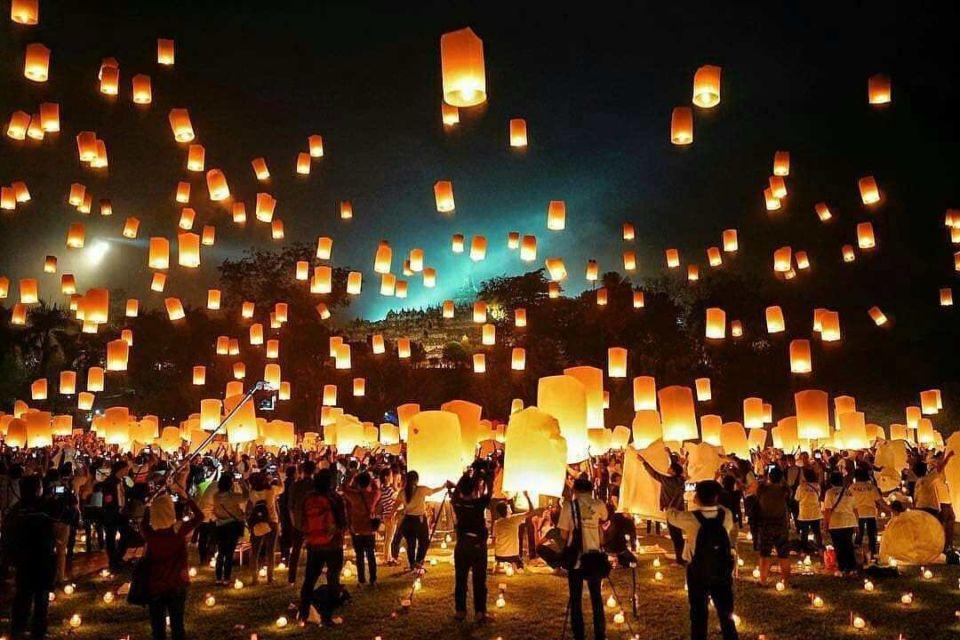 Festival Lampion Waisak Candi Borobudur