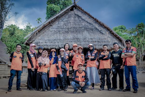 Volunteering by Su Nyoto on Unsplash