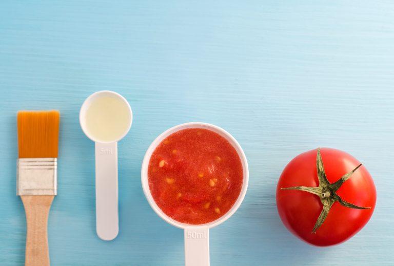 7 Campuran Masker Tomat untuk Berbagai Masalah Kulit.  Membuat wajah Anda lebih cerah untuk mengecilkan pori-pori