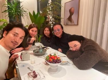 Foto Keluarga G-Dragon