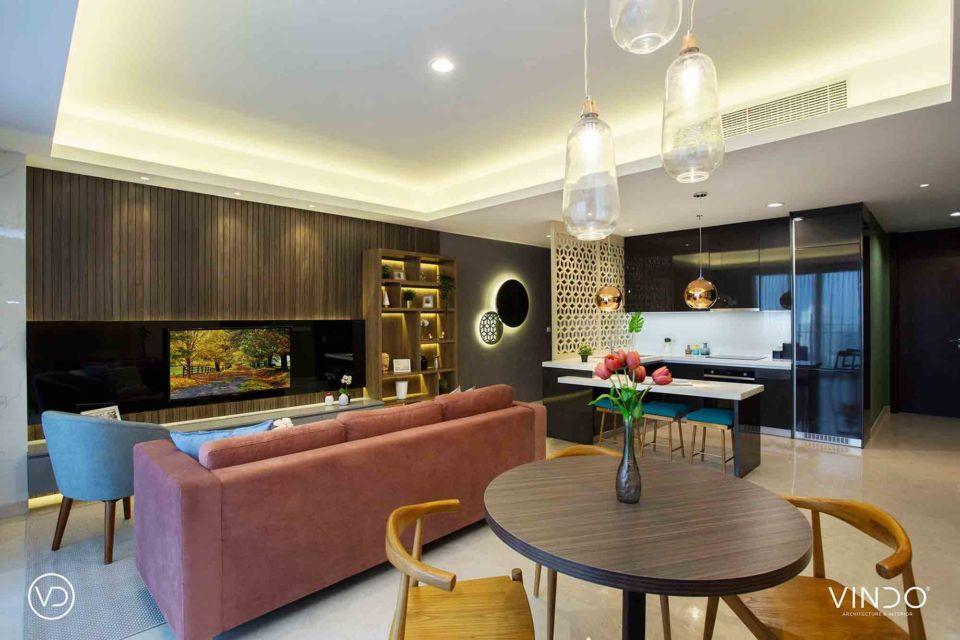 Sofa merah memberikan statement khusus ke ruang keluarga karya Vindo Design,