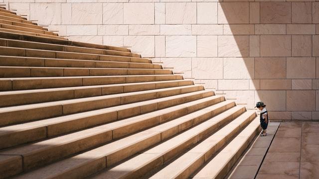 Satu per satu (Photo by Jukan Tateisi on unsplash.com)