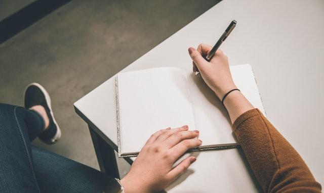 menulis rencana besar, photo by unsplash/NeONBRAND