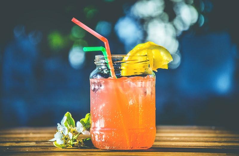 Minuman manis atau bersoda / Photo by Lisa Fotios