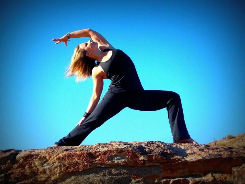 hipwee yoga5 853x640 - Gerakan Yoga Untuk Pemula yang Bisa Kamu Praktikan di Rumah. Mudah dan Bikin Sehat!