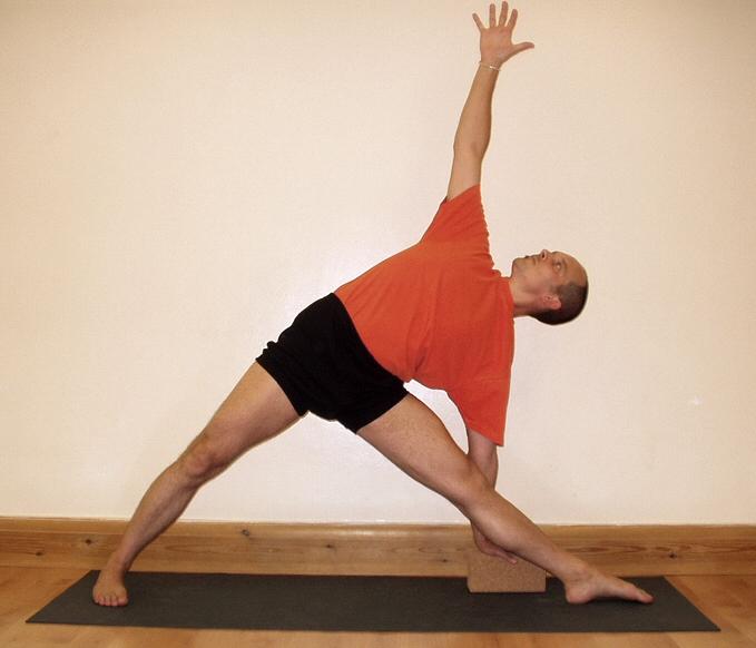 hipwee yoga7 - Gerakan Yoga Untuk Pemula yang Bisa Kamu Praktikan di Rumah. Mudah dan Bikin Sehat!