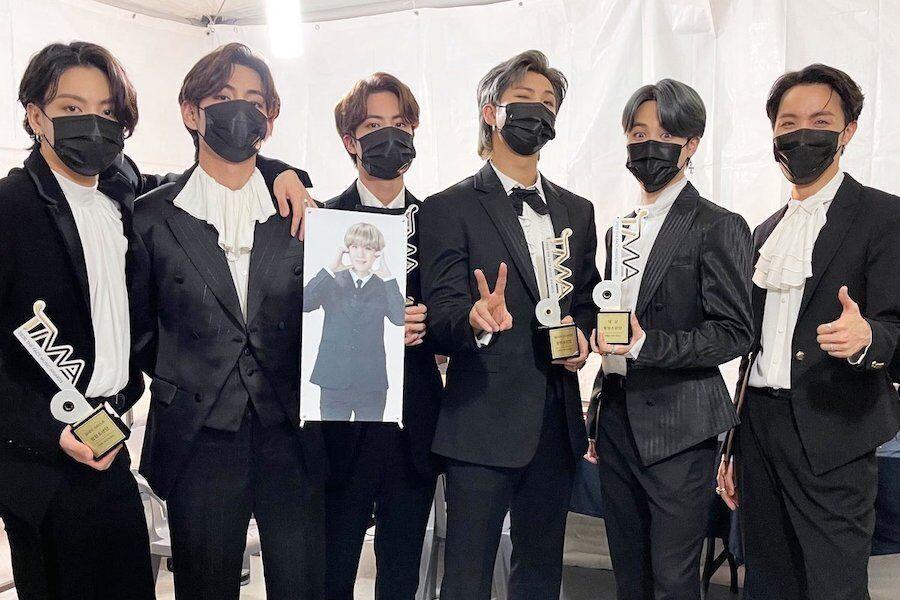 army-geram-setelah-jin-bts-sekarang-v-bts-yang-hilang-pada-foto-poster-apan-music-awards-2020