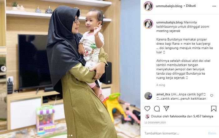 Ummu Balqis bersama anaknya | Photo by Instagram @ummubalqis.blog