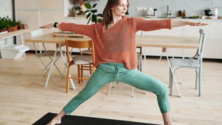hipwee pexels mikael blomkvist 4151454 750x422 - Gerakan Yoga Untuk Pemula yang Bisa Kamu Praktikan di Rumah. Mudah dan Bikin Sehat!