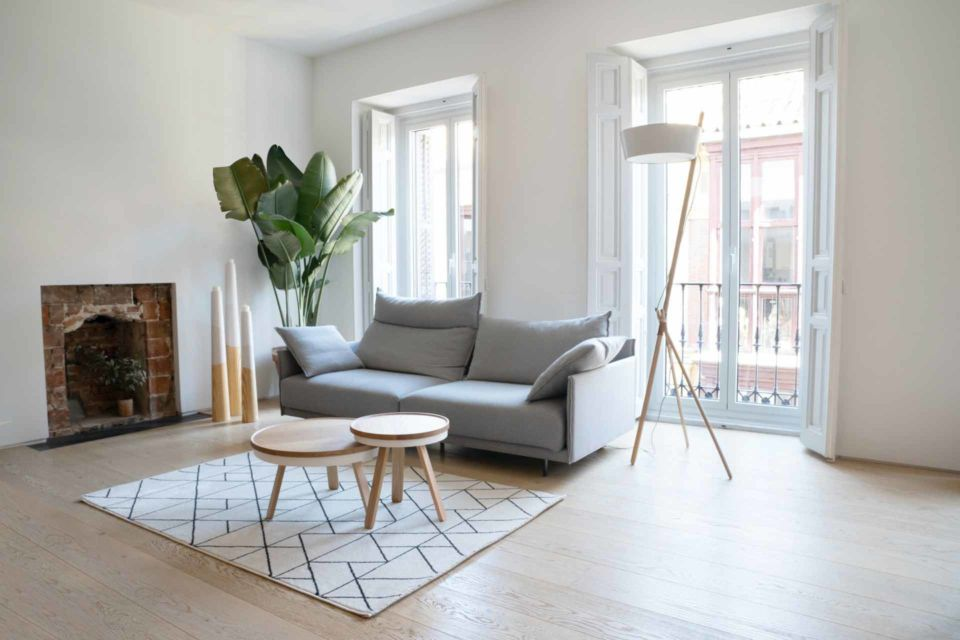 Ruang keluarga bergaya Skandinavian, foto oleh Woodendot,