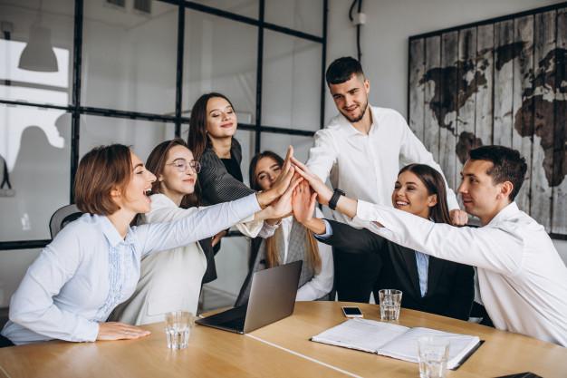 Bersama Tim Menjalankan Bisnis dengan Sepenuh Hati