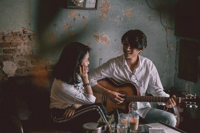 bernyanyi bersama pasangan