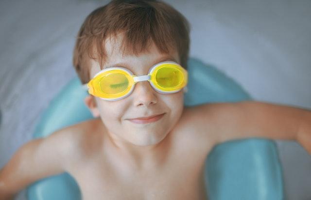Double manfaat kalau anak belajar berenang