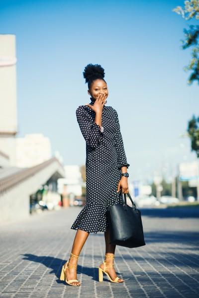 Wanita cantik dengan outfit hitam - Foto by godisable