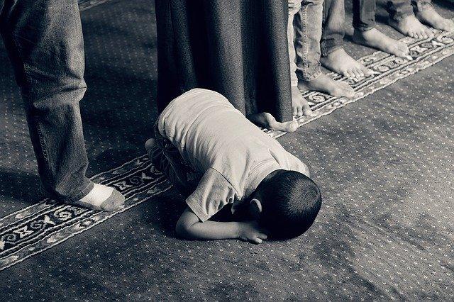 Anak Berdoa Muslim