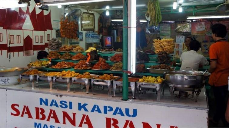 Warung Nasi Kapau Sabana Bana. Sumber: gotravelly.com