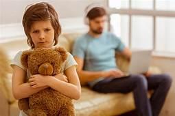 Jangan Asik Sendiri Saat Bersama Anak