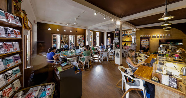 Bermacam fasilitas yang ada di Cafe