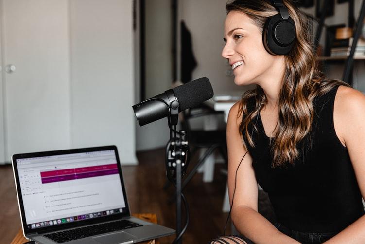 cara membuat narasi podcast