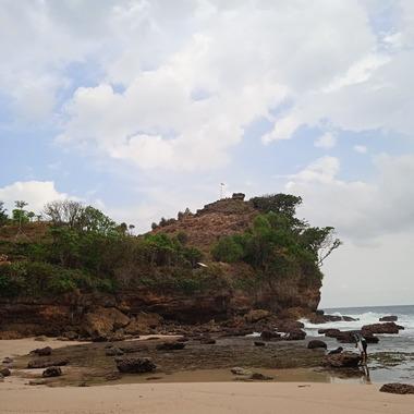 Watu Bangku di Pantai Ngetun by dokumentasi pribadi