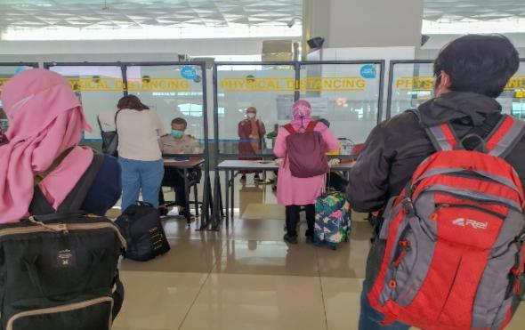 Loket cek kesehatan di bandara