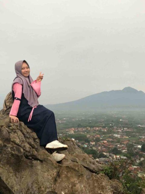 Pemandangan Gunung dari Bukit Roti